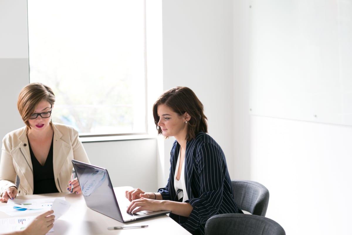 women-in-business-meeting